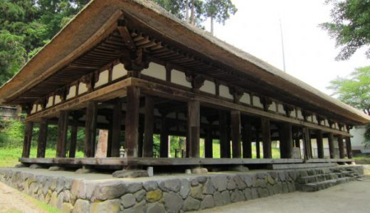 新宮熊野神社長床  等間隔配置44本の円柱が見事な拝殿