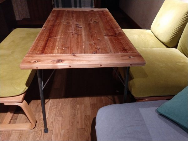 table-with-iron-legs9